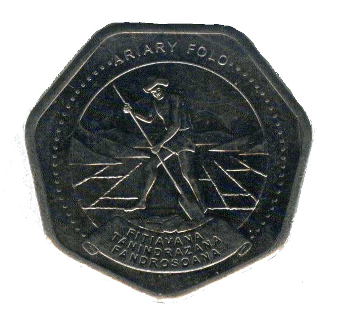 MADAGASCAR 10 ARIARY 1999 UNC MAN CUTTING PEAT,STAR ABOVE VALUE WITHIN 3//4 WREAT