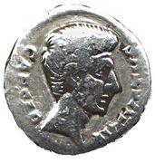 Denarius - Augustus (TVRPILIANVS III VIR) – obverse